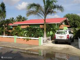 """La Casa Verde"" Front and side of the house with driveway for your any means of transport."