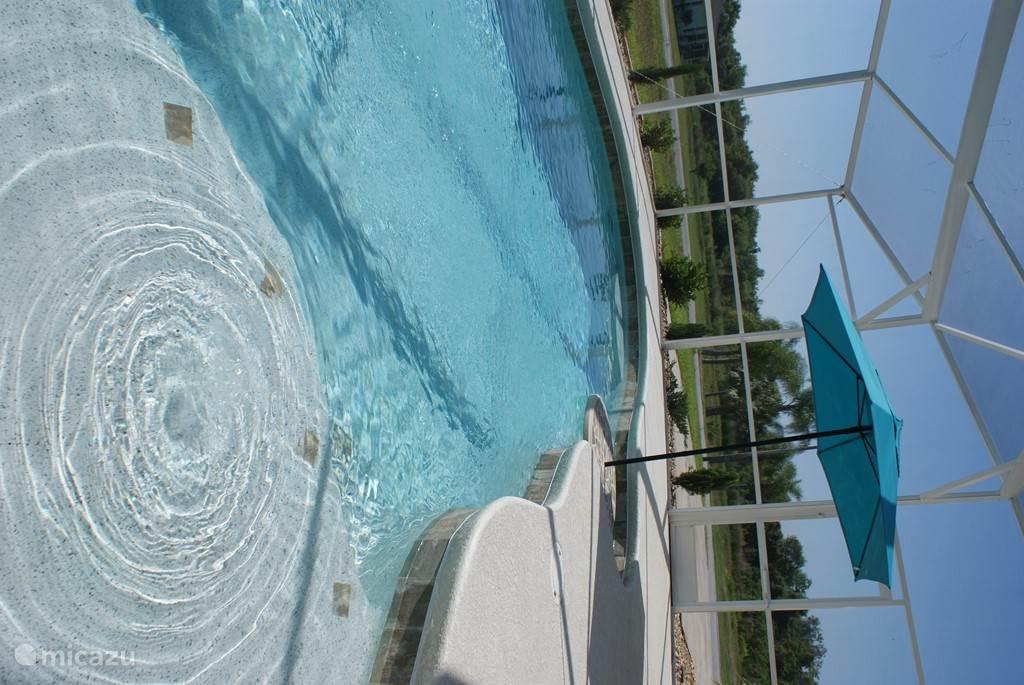 Zwembad met beach en jets