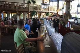 Even tijd voor een drankje aan de bar.