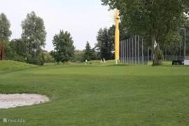 Op De Kurenpolder kunt u ook oefenen op een aparte 9 hols golfbaan.