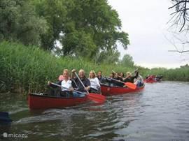Een kajac tocht door de biesbosch is een echte aanrader!! Bij outdoor teambiesbosch kunt u meer informatie opvragen.