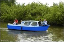 De motorbootjes kunt u op diverse plaatsen rond om De Kurenpolder reserveren.