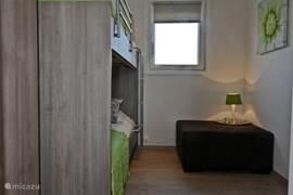 De 2e slaapkamer met stapelbed. Mogelijk om een 3e bed bij te plaatsen.