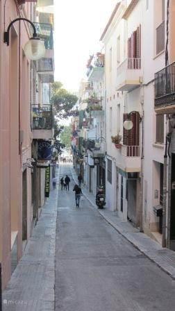 Het straatje vanaf het appartement naar het strand. Het is 100 meter lopen naar de boulevard en het strand.
