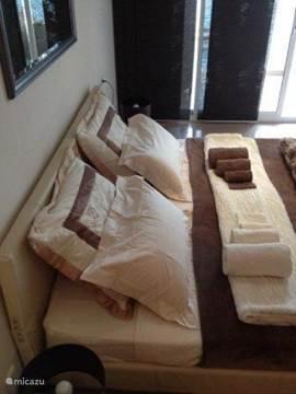 Sfeervol en heerlijke bedden met goede matrassen en zowel harde als zachte kussens zodat u kunt genieten van een optimale nachtrust.