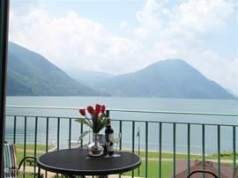 Een geweldig uitzicht over het meer  heerlijk genieten op het balkon of in bed met een supergaaf uitzicht dat is nou echt genieten. Het is net een schilderij zo mooi!