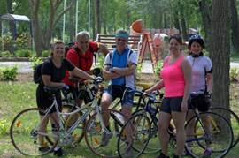 Cyclists and hikers can enjoy themselves in the area of ??Puszta Eldorado. There are many hiking and cycling trails. Via Eldorado Puszta you can create your own route. Bike rental is possible in the area.