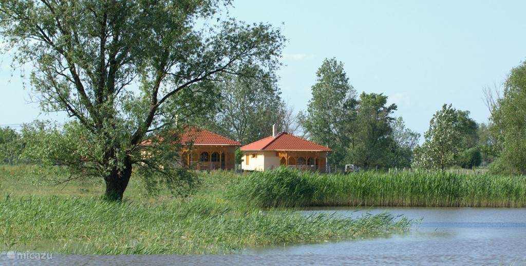 The small holiday Puszta Eldorado is built on 6.5 acres pusta with private fishing pond and swimming pool. You hosts are in Dutch.