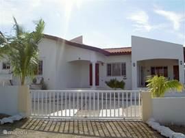 Vooraanzicht van Casa Familia