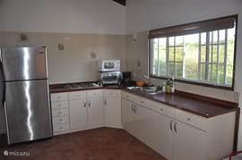 De praktische keuken, geniet van het uitzicht tijdens de afwas