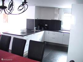 Open high gloss kitchen, including dishwasher and microwave