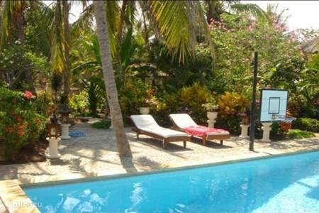 Villa villa rumah sungai in ubud bali indonesi huren - Zwembad terras outs ...