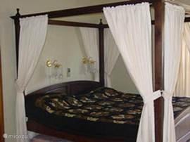 king size canopy bed with doors