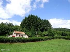 Gite Le Verne ligt helemaal vrij in de natuur, omringd door eindeloze bossen en weiden.
