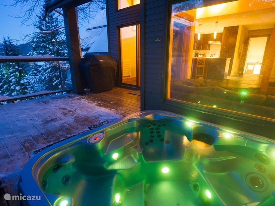 prive hot tub in 18. Beide huizen hebben een prive hot tub.