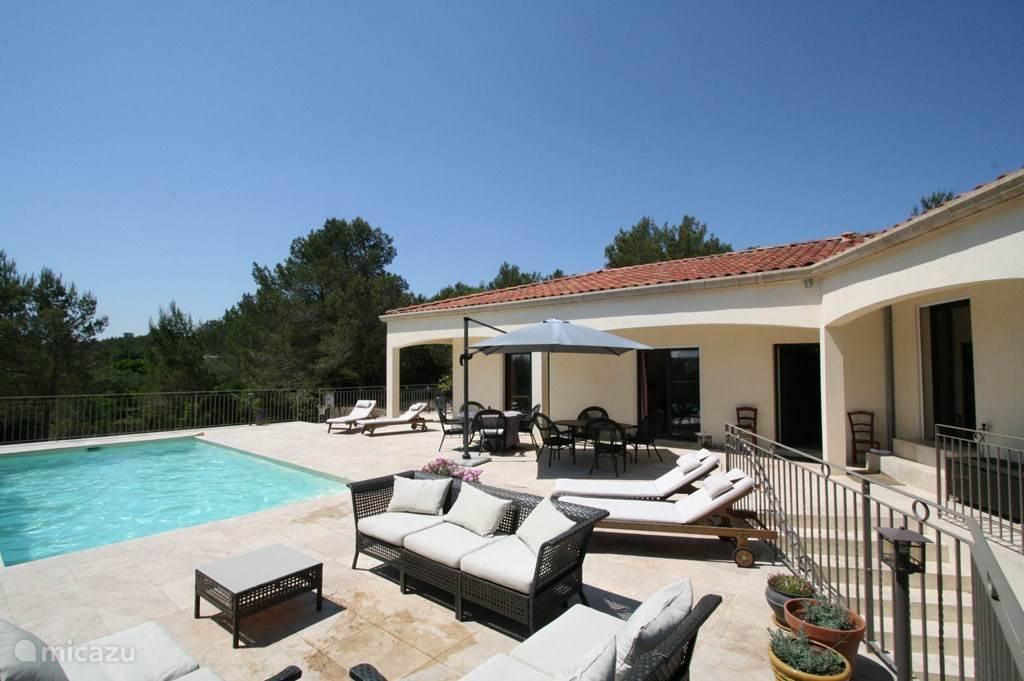 villa in Nimes met ruim terras en zwembad