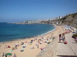 Het strand Praia do Sul op loopafstand van het appartement.