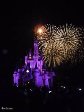 Walt Disney World ligt op ong. 10 minuten autorijden afstand van onze villa. Dagelijks spectaculair vuurwerk in Magic Kindom.