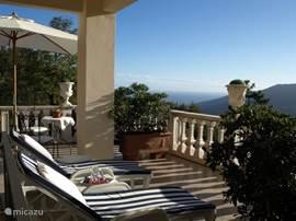 'Marin', royaal appartement 115m2, aansluitend terras 40m2, schitterend zicht op Middellandse Zee en omringende natuur....