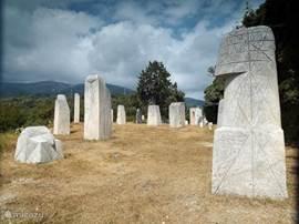 'Stone-Henge in Ligurie', Een intrigerend beelden-park op een schitterende lokatie in wandelgebied. Wij informeren u met plezier over alle mogelijkheden in deze omgeving.