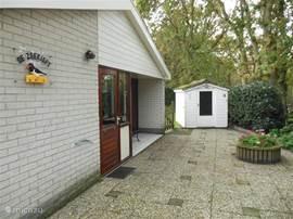 Dit is officieel de voorzijde van onze bungalow de Hofstee 17 de Zeekieft.