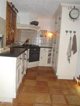 keuken gezien vanuit badkamer