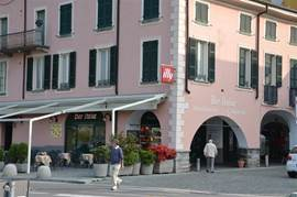 On the beautifully landscaped promenade Porlezza you find nice shops and terraces.