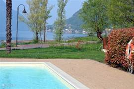 The zwmbad located directly on the terrace of the cozy bar Pannama, overlooking the lake.