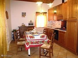 De keuken is goed geoutilleerd en handig in gebruik.