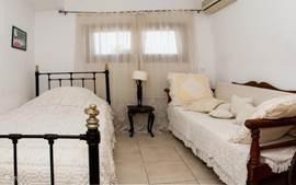 Tweede slaapkamer (met airco). Villa 1