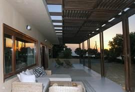 Genieten van de mooie zonsondergang (villa 1)