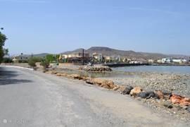 Vlakbij de villa een kleine boulevard
