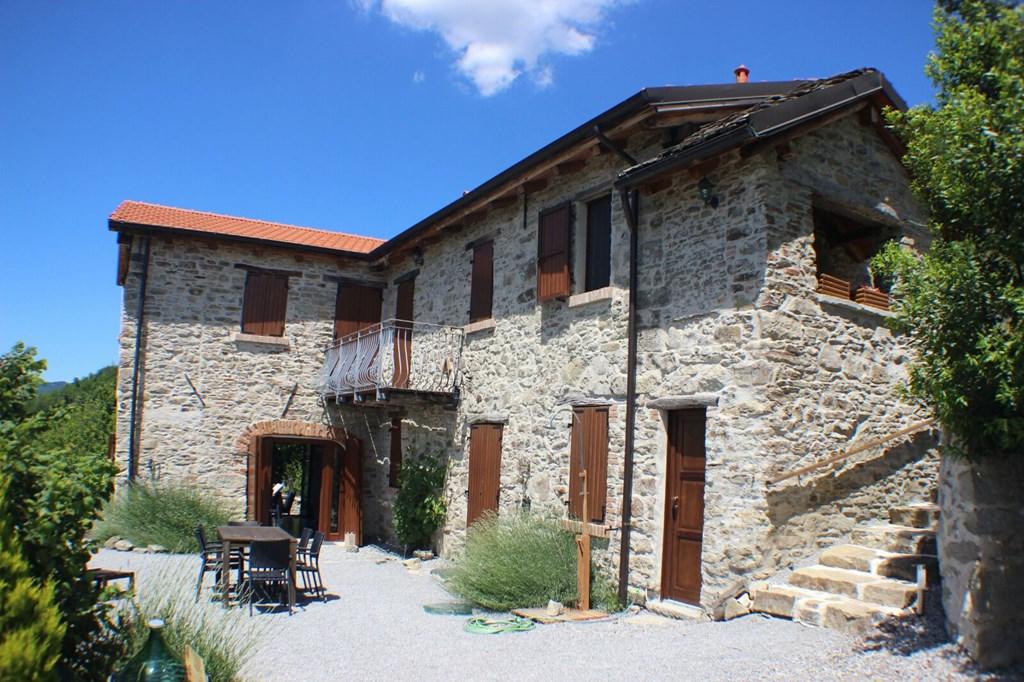 7-14 juli ruim vakantiehuis in Piemonte nabij Middellandse Zee; 'n rustige plek, weids uitzicht, comfort & ruimte in en rond 't huis, vlakbij 'n dorp!