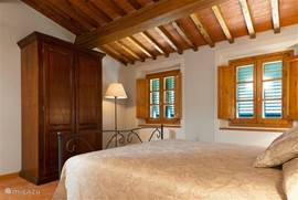 Slaapkamer nr. 3 met antieke kast
