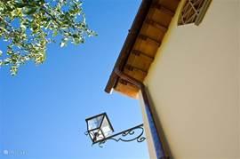 Koperen dakgoten aan alle daken en Florentijnse lantaarns