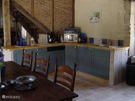The open kitchen, fully equipped.
