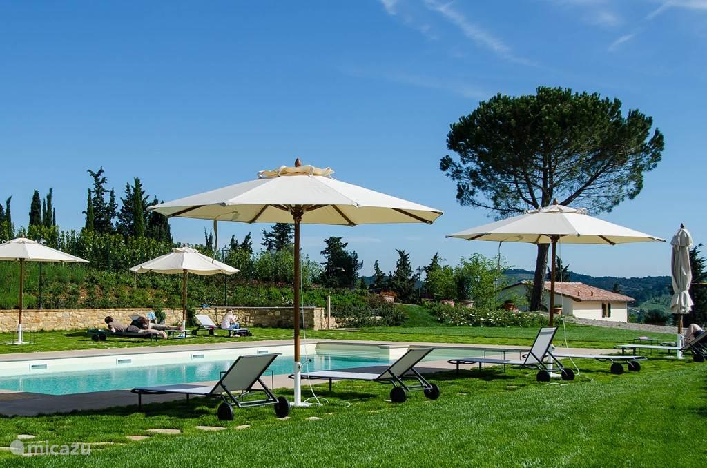 Het is altijd rustig rondom het zwembad dat exclusief is voor Marzocco en Villetta gasten. Elders zijn nog 2 zwembaden in Villa Licia