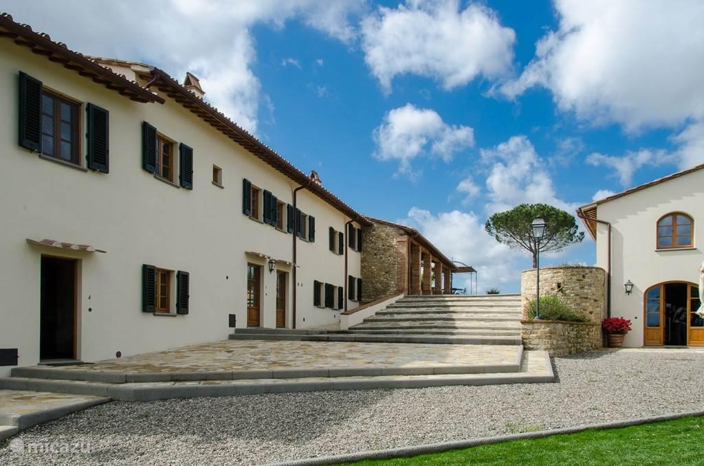 Rechts ziet u Villetta, een vrijstaande kleine Villa voor max 7 personen