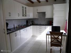 Complete kitchen with refrigerator and freezer drawer, microwave, coffee maker and a separate Senseo, kettle and dishwasher. The washing machine is in a separate room.