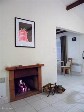 Open haard. Het huis beschikt verder over diverse verwarmingselementen per ruimte.
