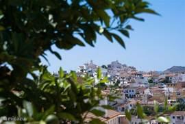 Doorkijkje vanaf het terras naar de Ermita del Calvario