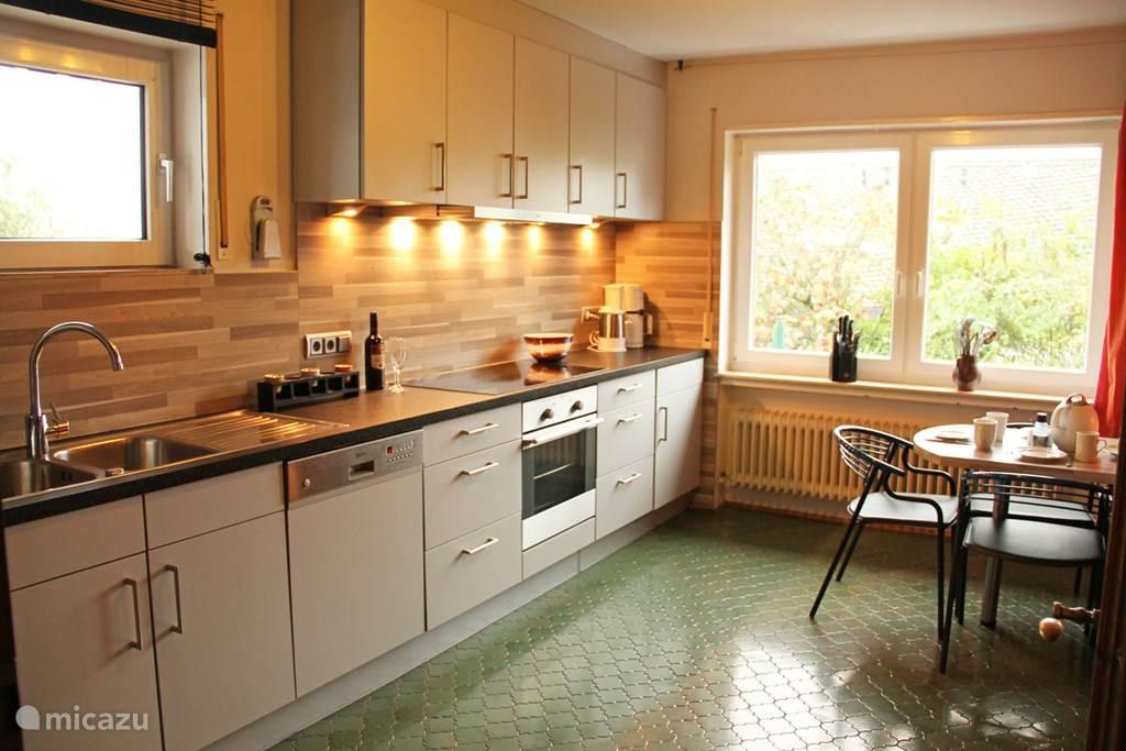 Lekker koken in de mooie en nieuwe keuken
