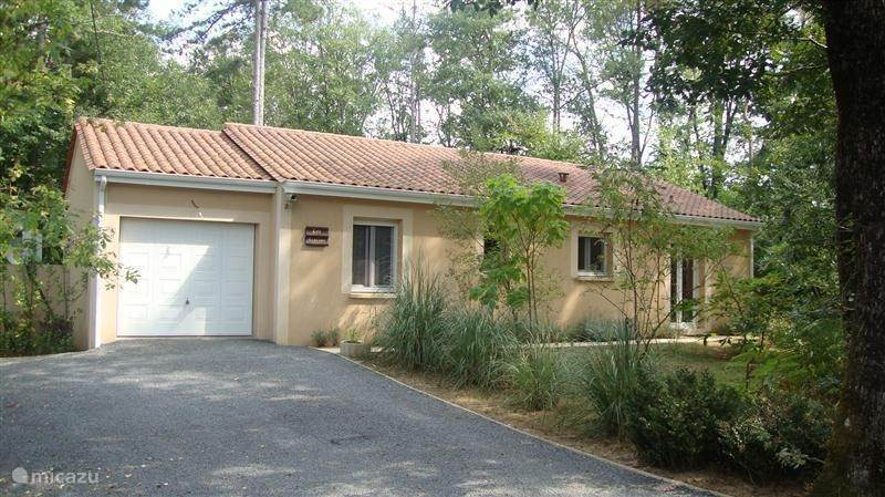 Vacation rental France, Dordogne – holiday house Les Acacias