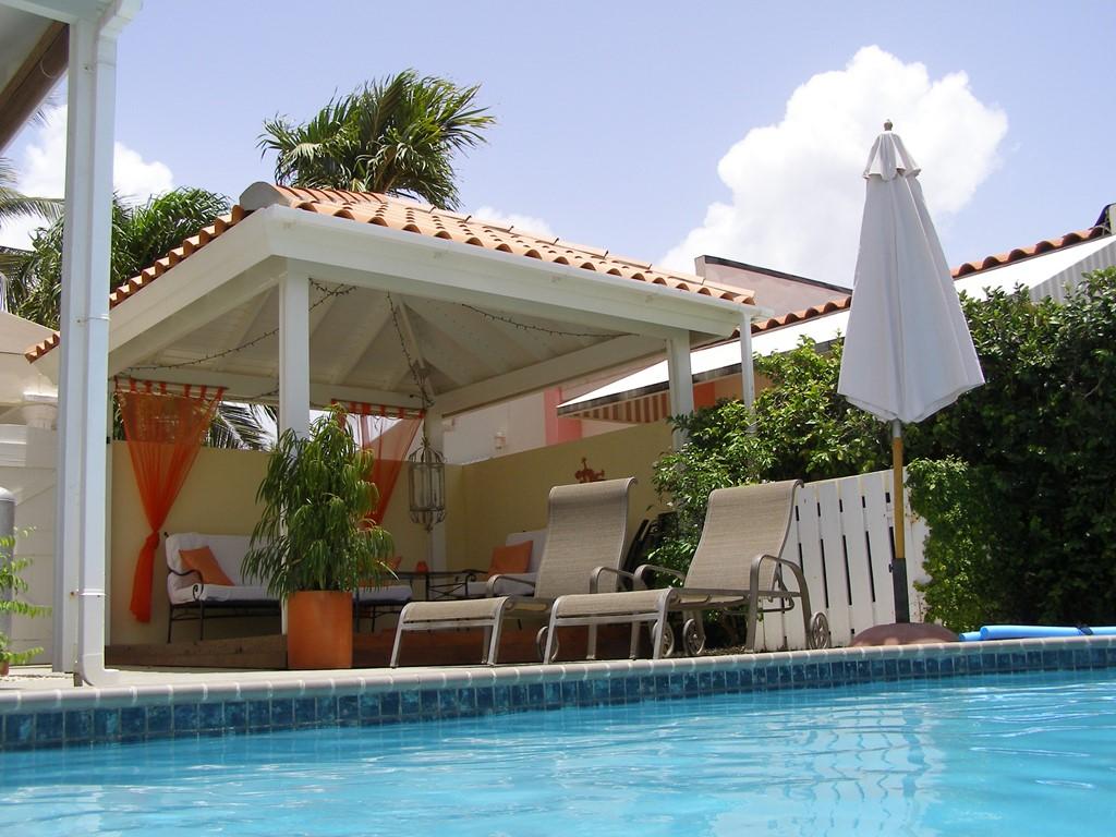 20% korting op de periode van 25-11 t/m 28-12-2017. Luxe villa met privé zwembad in rustige buurt. Maximaal 4 personen en  gebruik van 2 slaapkamers.