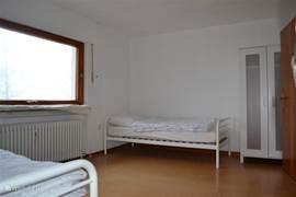 Slaapkamer in de kelder met 2x1 pers. bed.