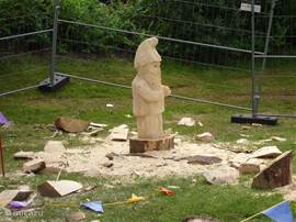 Wood carving competition with the chainsaw