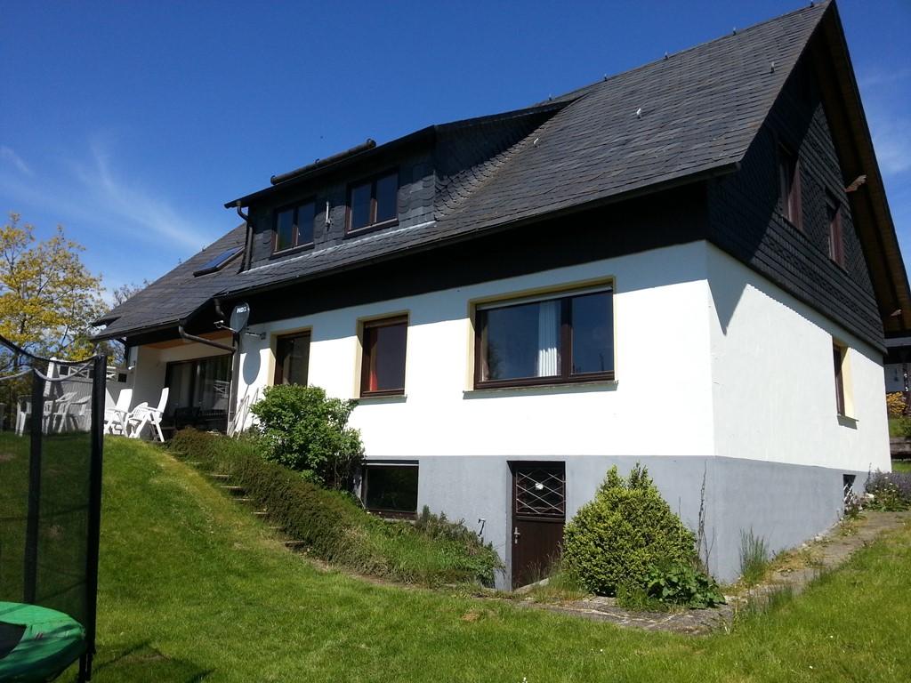 Grote woning te huur nabij Winterberg last minute van 21/4 - 28/4, minimaal 3 nachten vanaf 4 - 16 personen. Vraag prijsopgave