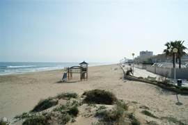 Winters zicht (februari) op het strand van Daimus op precies 1 km van Casa Rolamie (in vogelvlucht op amper een 500 meter)