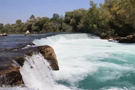 En dan zijn er nog de watervallen van Manavgat (eveneens bereikbaar met de dolmus). Een kort bezoek is ook inbegrepen in heel wat dagtrips.