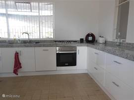 Well equipped kitchen with 5pits stove, oven, dishwasher and a Dolce Gusto coffee machine or an ordinary coffee.